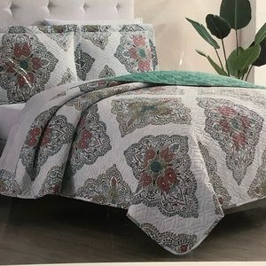 Other - Brand new reversible 3 piece king Quilt set
